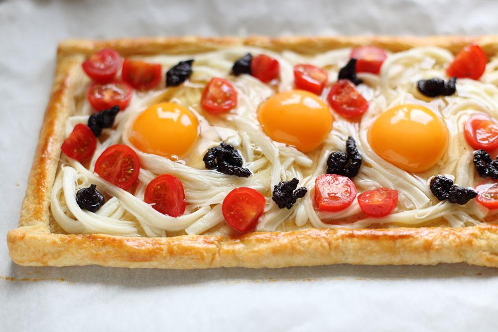 Domates, Peynir, Siyah Zeytin Ezmesi ve Yumurtalı Galette 2