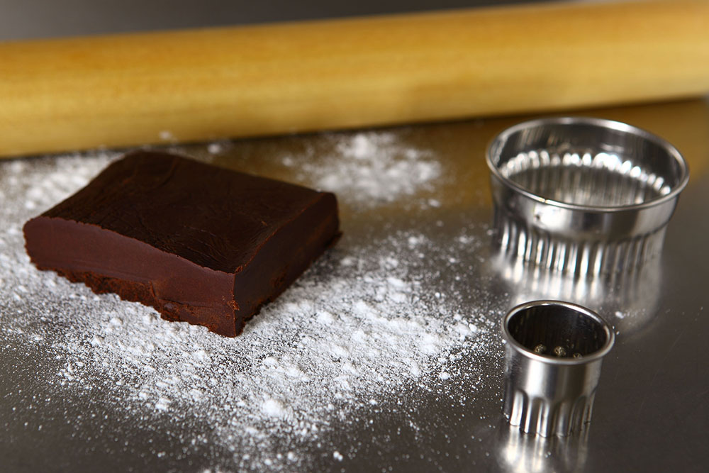 Kakao ve Karamelli Yılbaşı Kurabiyeleri Hamur