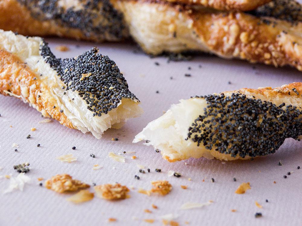 Parmesanlı Haşhaş Tohumlu Çubuk
